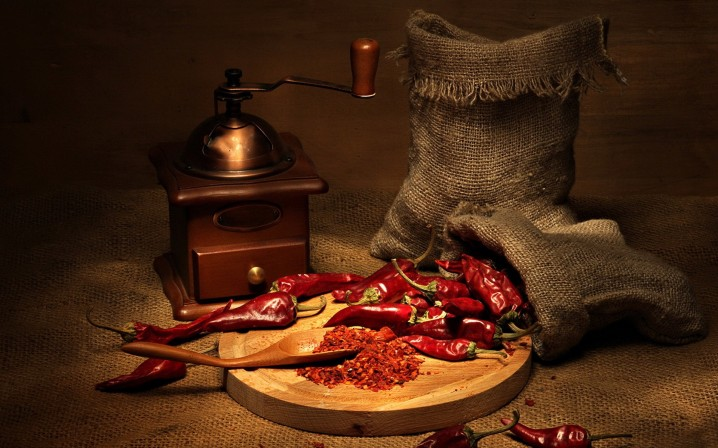 cayenne-pepper-and-chili-mill-wallpaper