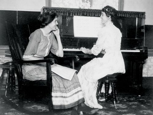 2-women-at-piano-1--3-2d46519a40ed754a46d59fbc944c3fb09d2b8884-s500-c85.jpg