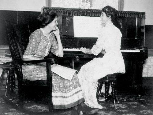 2-women-at-piano-1--3-2d46519a40ed754a46d59fbc944c3fb09d2b8884-s500-c85.jpg